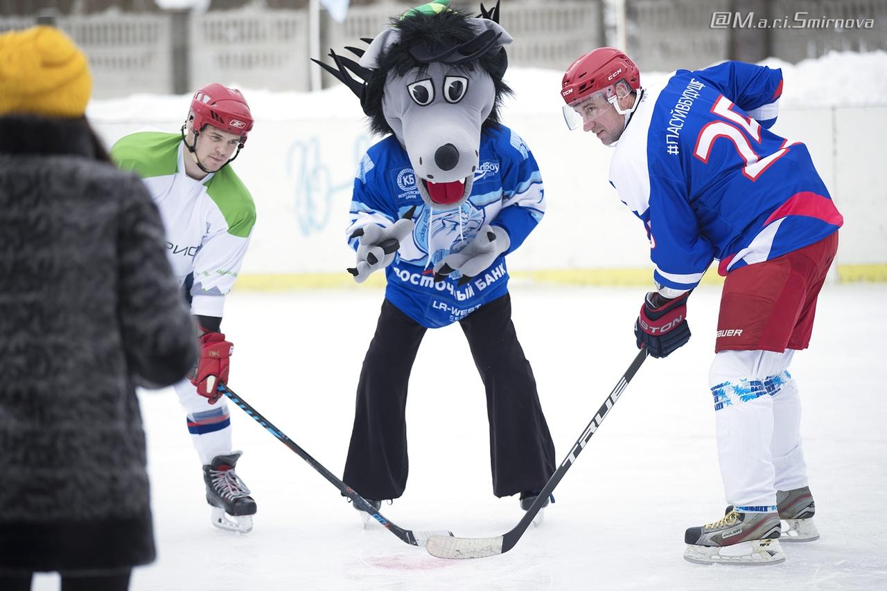«Волки» приняли участие в выставочном хоккейном матче с воспитанниками Митинского Детского Дома